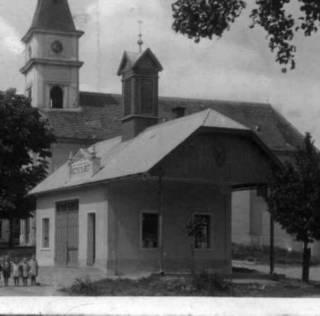 historicka fotografie obecniho uradu