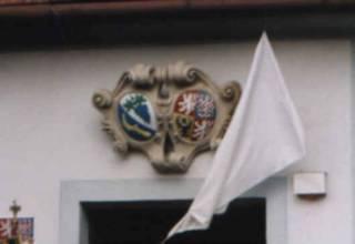 Znak na budově obecního úřadu