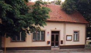 budova obecniho uradu v roce 1999